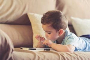 IMAGEN DE TECNOLIGIA 500x332 1 300x199 - El uso de la tecnología en niños no es tan malo como piensas
