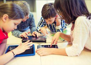 los ninios en la era digital 300x214 - Niños digitalizados, una nueva generación ciento por ciento online