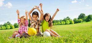 ninos juegan aire p 300x141 - El uso de la tecnología en niños no es tan malo como piensas