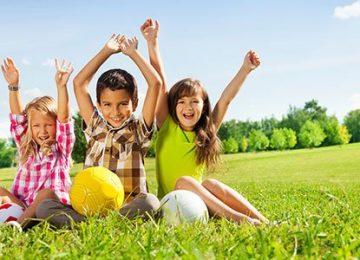 ninos juegan aire p 360x260 - 7 claves hogareñas del  método Montessori que se pueden aprovechar en beneficio de los hijos.//Foto:Google
