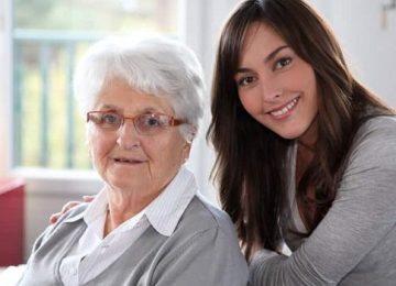 percibir paga cuidar familiar 700x350 360x260 - Cuidador de ancianos, el trabajo de moda en EEUU… y uno de los peor pagados