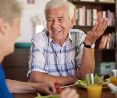 cosas de abuelos3 380x320 - Sentirse útil es la esencia de la calidad de Vida//YouTube//Foto:Muy Saludable.com
