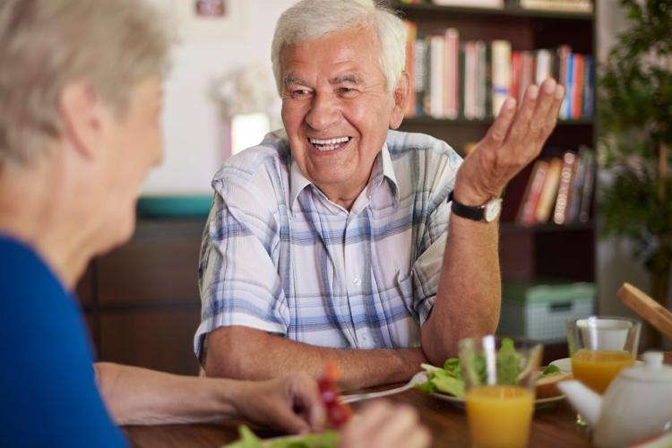 cosas de abuelos3 - Sentirse útil es la esencia de la calidad de Vida//YouTube//Foto:Muy Saludable.com