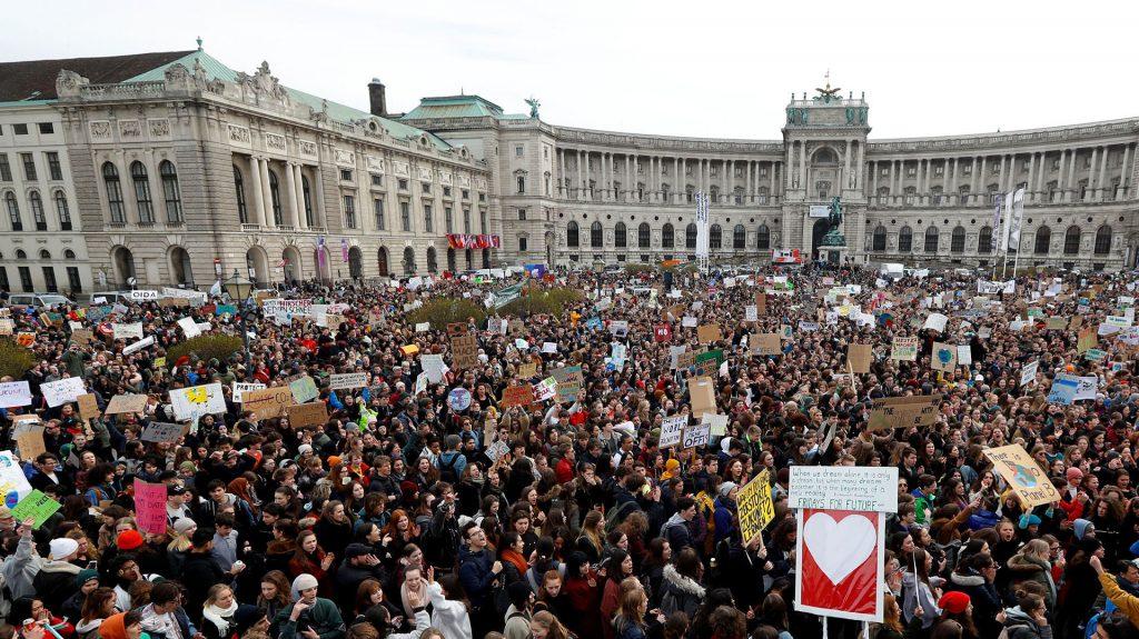 galeria protestas cambio climatico en el mundo 1920 1024x575 - Los niños invitan a despertar ya , y crear un futuro mejor al que tienen pleno derecho.// Este es el himno mundial//YouTube.//Foto Infobae