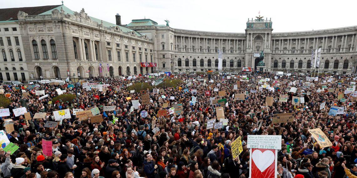galeria protestas cambio climatico en el mundo 1920 1140x570 - Los niños invitan a despertar ya , y crear un futuro mejor al que tienen pleno derecho.// Este es el himno mundial//YouTube.//Foto Infobae