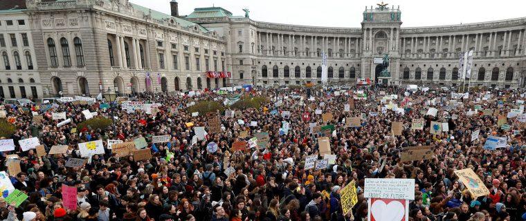 galeria protestas cambio climatico en el mundo 1920 760x320 - Los niños invitan a despertar ya , y crear un futuro mejor al que tienen pleno derecho.// Este es el himno mundial//YouTube.//Foto Infobae