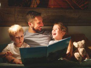 libros amor nenes 300x225 - Niños lectores, ¿nacen o se hacen?