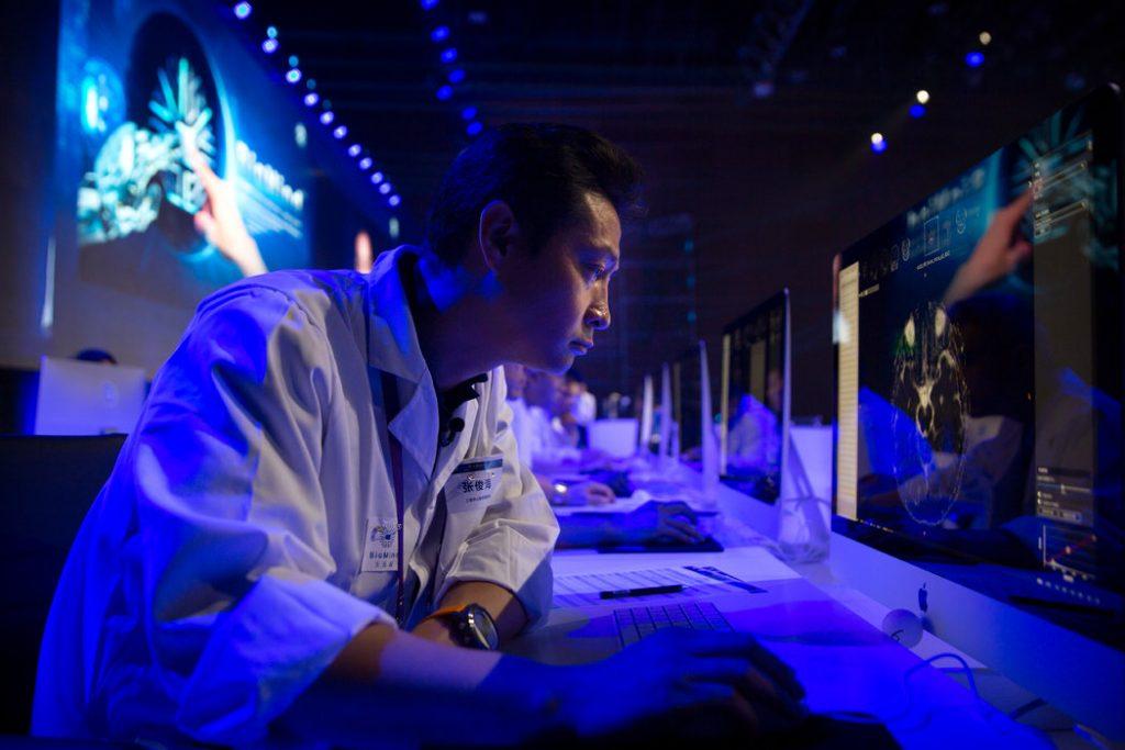 merlin 140515347 723de50e b119 4cd4 8f57 56afc4f98d99 master1050 1 1024x683 - La inteligencia artificial promete mejorar los diagnósticos médicos