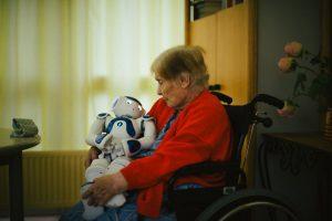 merlin 144328392 631b975f 7288 4731 9fa4 29055579ee33 master1050 300x200 - La tecnología es clave para la salud de las personas mayores
