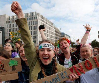 1568961989 411664 1568974547 noticia fotograma 380x320 - Los estudiantes lideran la protesta global contra el cambio climático en vísperas de la cumbre de la ONU