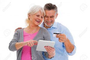76679670 pareja de ancianos se divierten con la tecnología 300x200 - 5 tecnologías que mejoran la vida de los mayores