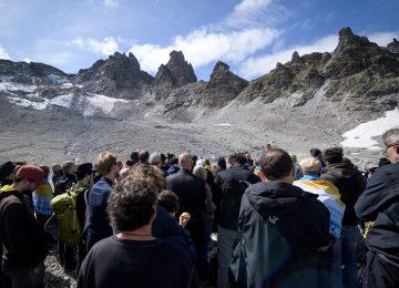 """D67Y37NM3ND7NC3COCFT2R2FGE 360x260 - Las fotos del """"funeral"""" por la desaparición de un glaciar en Suiza a causa del cambio climático"""