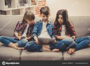 depositphotos 150398374 stock photo kids having fun 300x219 - ¿Qué tecnologías usarán los niños del futuro?