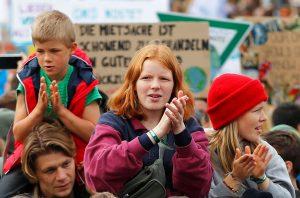 huelga cambio climatico SF 15 300x198 - Los estudiantes lideran la protesta global contra el cambio climático en vísperas de la cumbre de la ONU