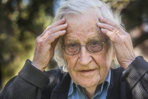 1520352987 936609 1520610312 sumario normal recorte1 300x200 - Las 10 estrategias de manipulación mediática, según Noam Chomsky