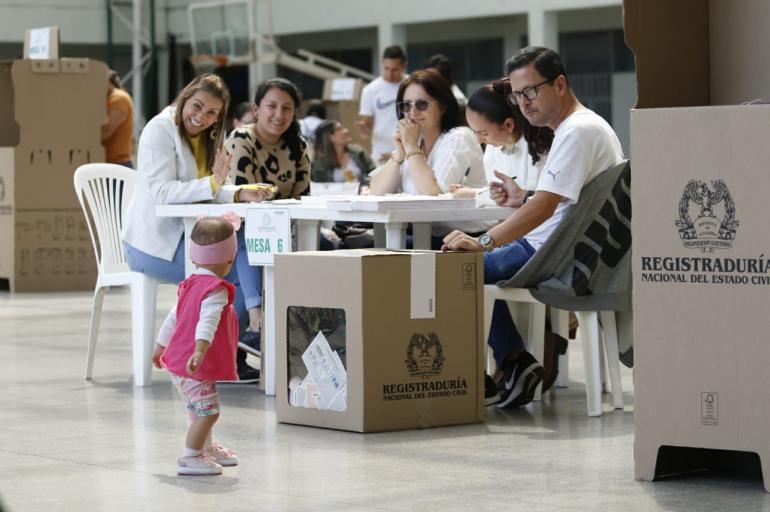 5db5ef511291a - SUGESTIVO RENACER DE UNA NUEVA COLOMBIA