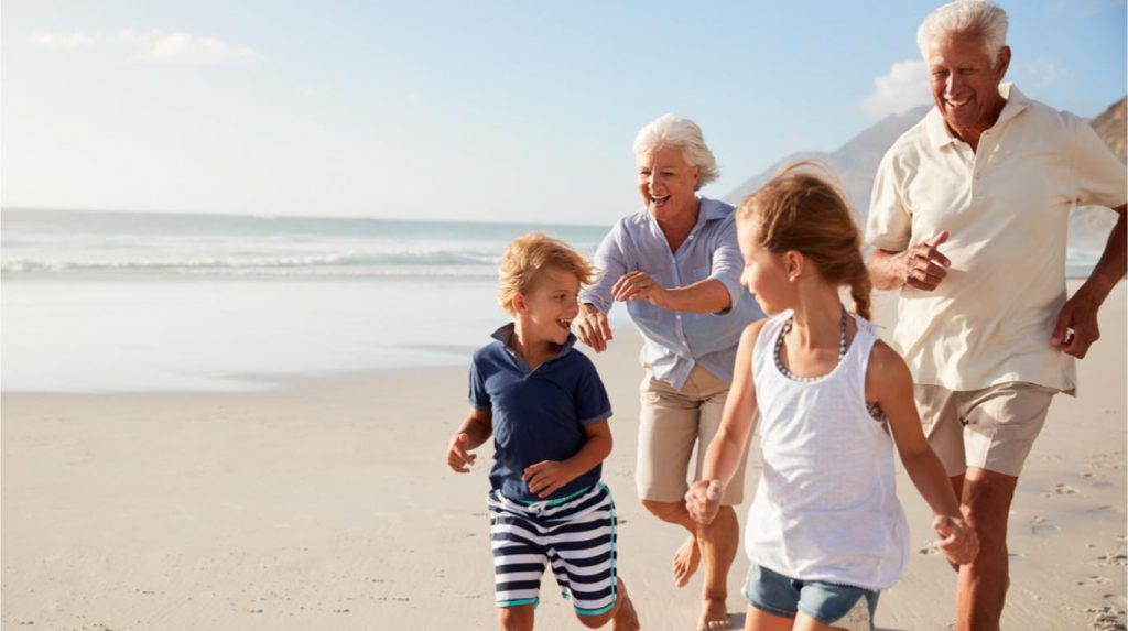 shutterstock 1056228761 1024x573 - Envejecer en el siglo XXI: crece la esperanza de vida pero con más desafíos sociales y tecnológicos