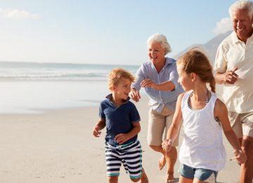 shutterstock 1056228761 360x260 - Envejecer en el siglo XXI: crece la esperanza de vida pero con más desafíos sociales y tecnológicos