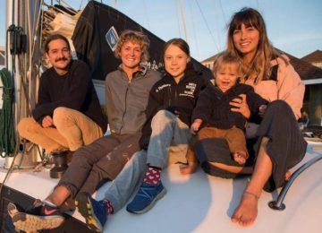 15966498w 360x260 - Greta Thunberg zarpa hacia España en el catamarán de una familia australiana//El País, de España//YouTube.