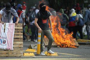 Colombia 300x200 - Duque evita dar una respuesta a los reclamos sociales tras las masivas protestas en Colombia