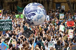 """1552635999 606684 1552637092 album normal 300x200 - Greta Thunberg les dice a los líderes mundiales que pongan fin a la """"locura"""" de los combustibles fósiles"""