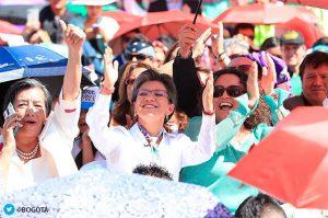 asi transcurre la posesion de claudia lopez 2C primera alcaldesa de bogota 300x199 - La nueva generación de alcaldes marca el cambio de ciclo en Colombia