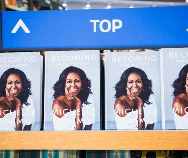 1553765824 228897 1553766455 noticia normal recorte1 380x320 - La autobiografía de Michelle Obama, el libro de memorias más leído de la historia