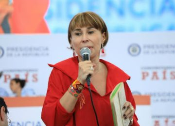 "unnamed Ministra 360x260 - Blanco y Negro: ""Chilló"" la ministra"