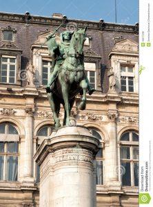la estatua de bronce de etienne marcel en parís 42577238 222x300 - ¿Puede convertirse la pandemia del coronavirus en el gran nivelador de las desigualdades?