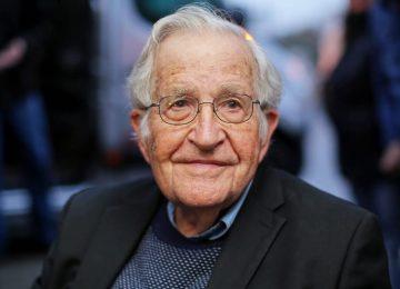 """noamchomskyafp 2 360x260 - """"Esta es una sociedad muy rica, pero dominada por la privatización"""": Noam Chomsky"""