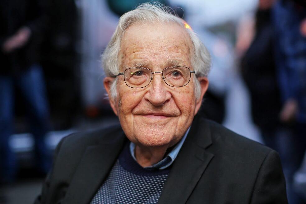 """noamchomskyafp 2 - """"Esta es una sociedad muy rica, pero dominada por la privatización"""": Noam Chomsky"""