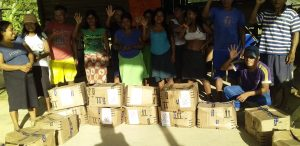 68b7e43a 35dd 4c44 99fd e624ce12983a 300x146 - Esperanza, en honor a su nombre, es Hada Madrina que coordina ayuda humanitaria para desplazados en Bogotá, y familias de aborígenes en el Chocó.
