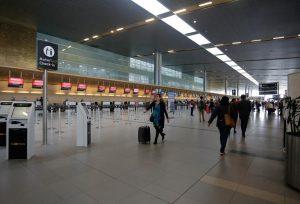 aeropuertoeldorado colprensa 8 0 300x204 - Eldorado se reinventa, con Bio-Seguridad, como punto de partida y de recepción de los vuelos del nuevo mundo.