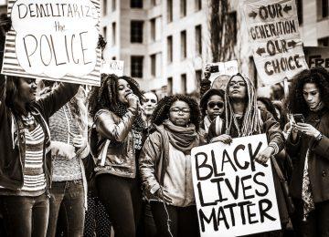 blm1 360x260 - 200 recursos para hacer frente al racismo y la discriminación racial