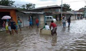 choco lluvias damnificados 05 12 2018 300x178 - Esperanza, en honor a su nombre, es Hada Madrina que coordina ayuda humanitaria para desplazados en Bogotá, y familias de aborígenes en el Chocó.