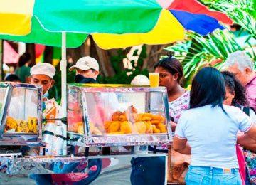 vendedores ambulantes empanadasbigstock 0 360x260 - Los trabajadores informales se pueden reinventar con el incluyente respaldo financiero del Banco W