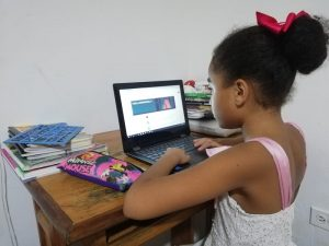 Hija de Tefy 1 300x225 - Educación virtual para rato