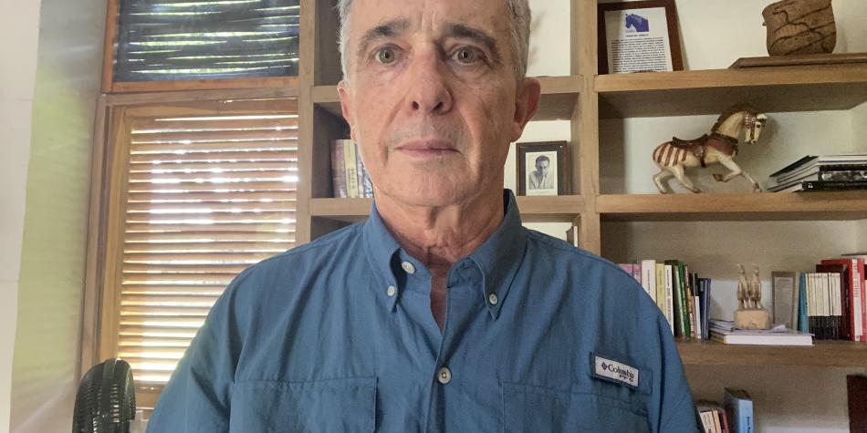 5f341c7c6add8 2 - De Uribe a Uribe: Colombia sin salida