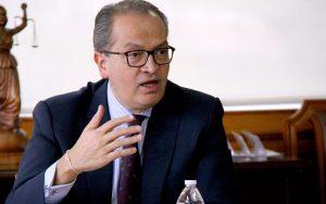 """fernando carrillo 01 300x188 - """"Funcionarios públicos deben acatar y no atacar la justicia"""": procurador general, Fernando Carrillo"""