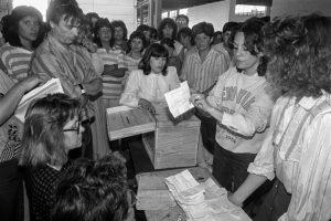 1603483853 996398 1603486440 album normal 300x200 - Una abrumadora mayoría de chilenos aprueba enterrar la Constitución de Pinochet