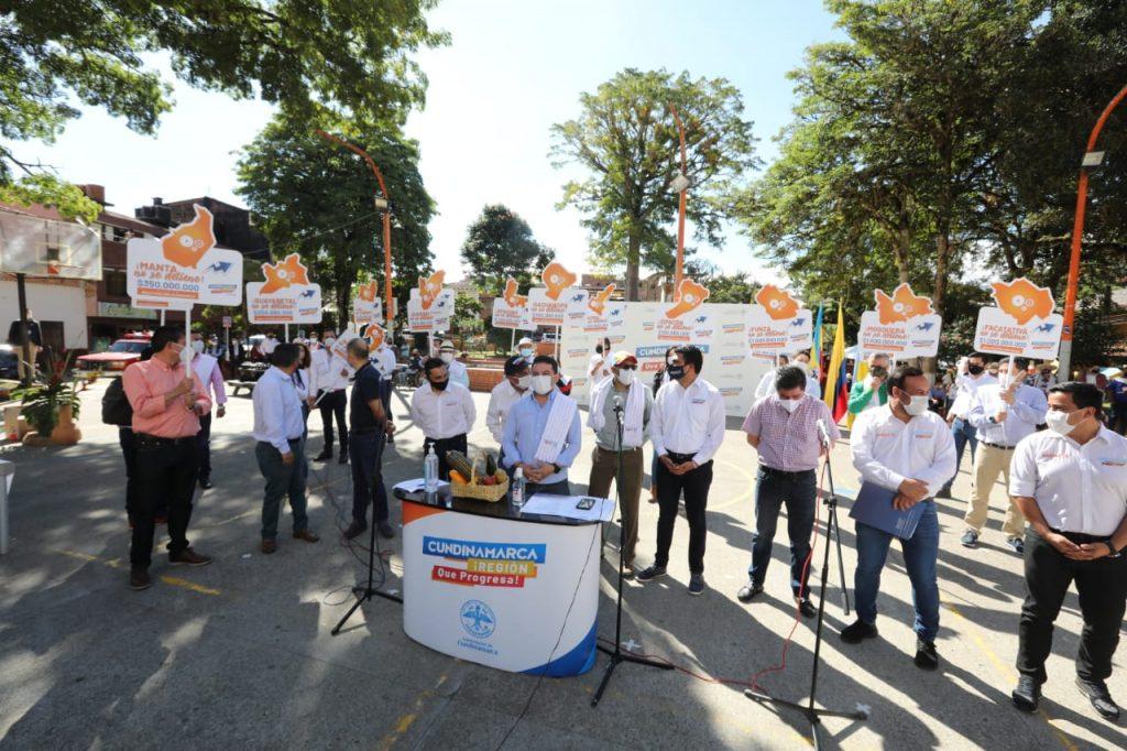 31b9f68f a95c 4a04 9be8 bafeac5b7352 1024x682 - Avanza reactivación económica en Cundinamarca con el apoyo de la Gobernación a comerciantes.
