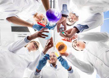 78713157 científicos que sostienen varios tubos de ensayo 360x260 - Aún es un misterio el verdadero origen del Covid-19