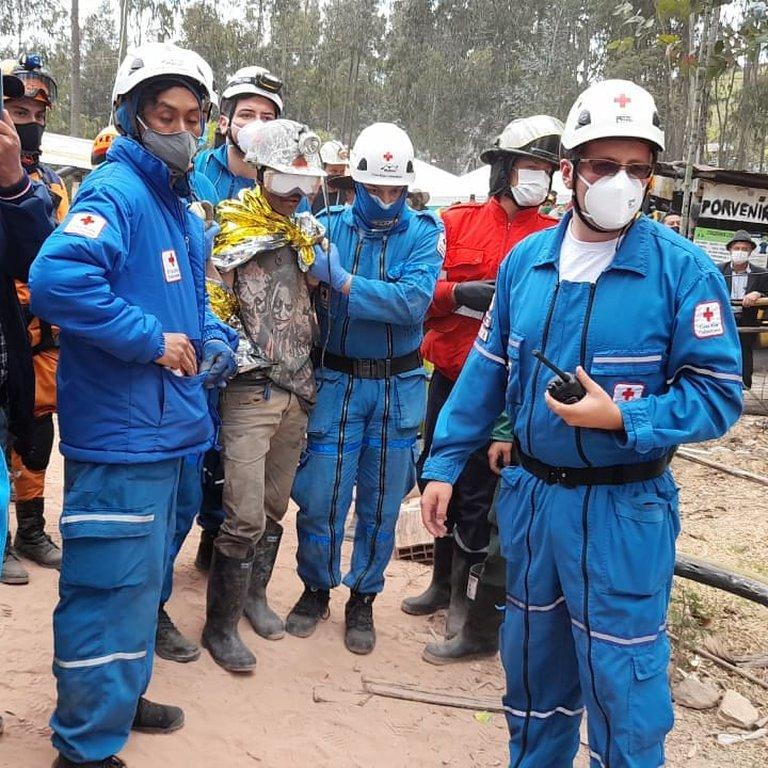 NN5CEWP2HNHJNN6O6O3UDUVF7A - Rescatados con vida tres mineros atrapados durante más de 60 horas en mina de Tuta, Boyacá.