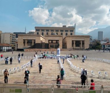 WGHE2QQIERCENMHNR35JG3BEOA 380x320 - Homenaje en la Plaza de Bolívar al personal de salud que murió en la pandemia