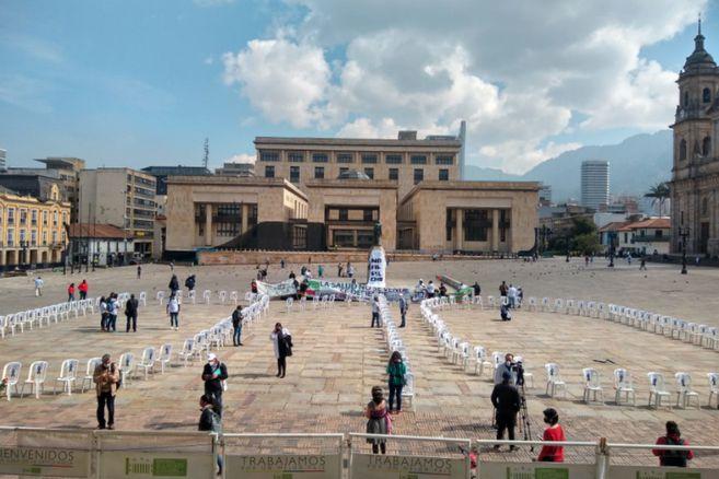 WGHE2QQIERCENMHNR35JG3BEOA - Homenaje en la Plaza de Bolívar al personal de salud que murió en la pandemia