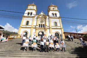 ad0a7313 e5d8 46b8 aa02 491348f65a9e 1 300x200 - Avanza reactivación económica en Cundinamarca con el apoyo de la Gobernación a comerciantes.