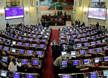congresor 360x260 - Demandan ley que debilitó el régimen de conflicto de interés  en el Congreso.