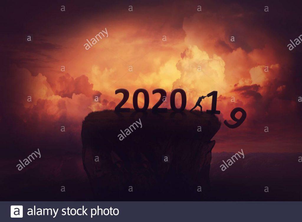 adios a los viejos 2019 y hola al nuevo ano 2020 concepto de escena de vacaciones con un hombre anunciando un nuevo inicio preparados para el cambio y los desafios pus 2abngcg 1 1024x753 - Adios 2020. Bienvenido 2021, nuestro desquite.