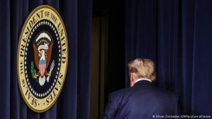 55877280 303 300x169 - Los demócratas se preparan para iniciar el 'impeachment' a Trump durante próxima semana si no dimite