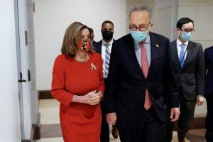 GP7WA3EBARZCIMLMW4IUJNR7KQ 300x200 - Los líderes demócratas en el Congreso exhortan a Mike Pence a que destituya a Donald Trump de su cargo